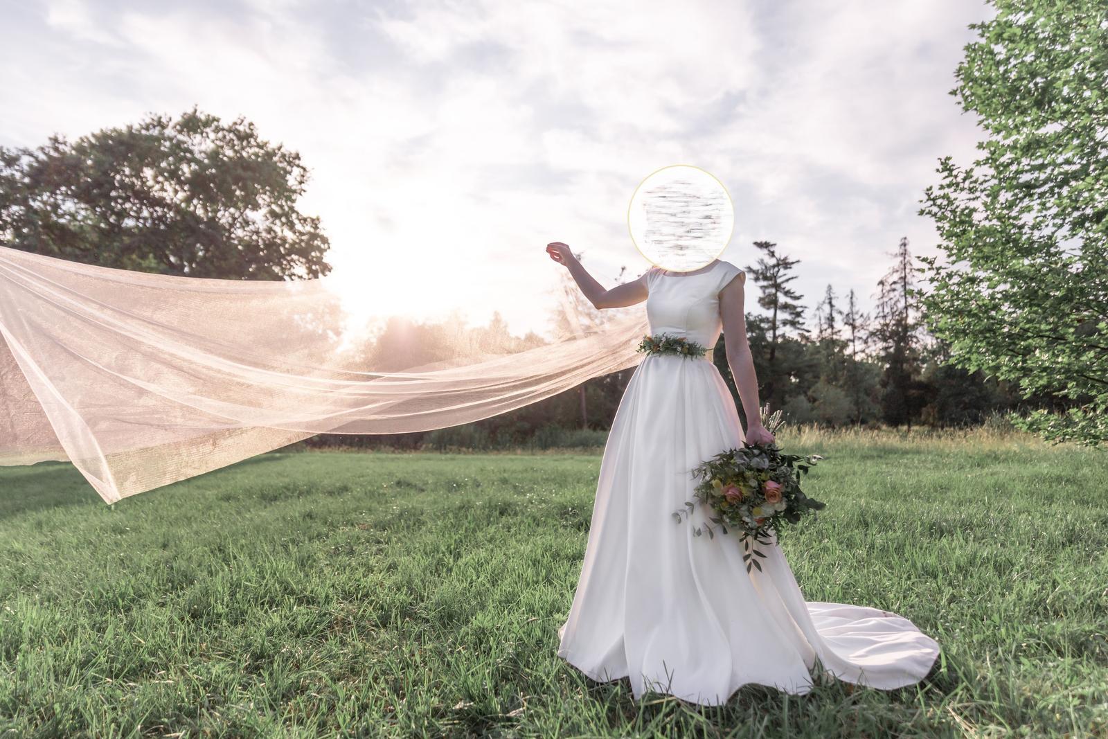 Predám saténové svadobné šaty - Obrázek č. 1
