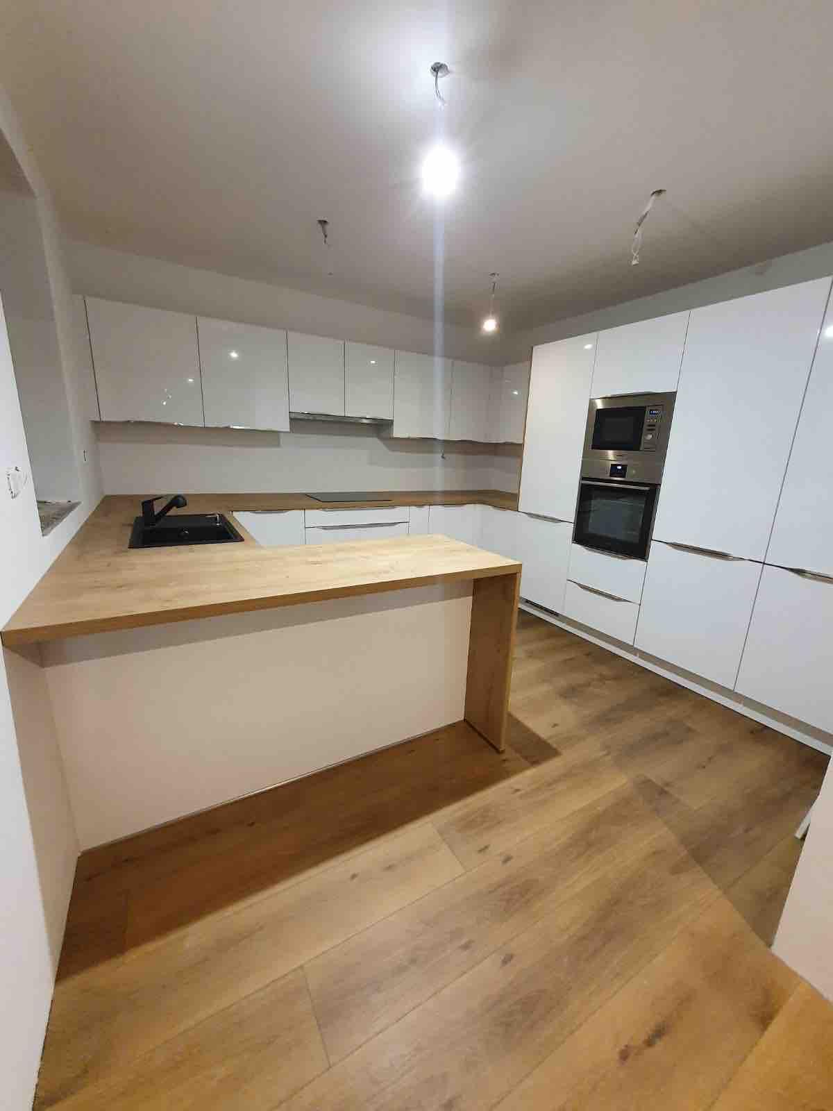 Domček 😍 - Hotovo už len obklad za kuchyňu, svetlá, parapetu, stoličky dnes objednané a doplnky 😍