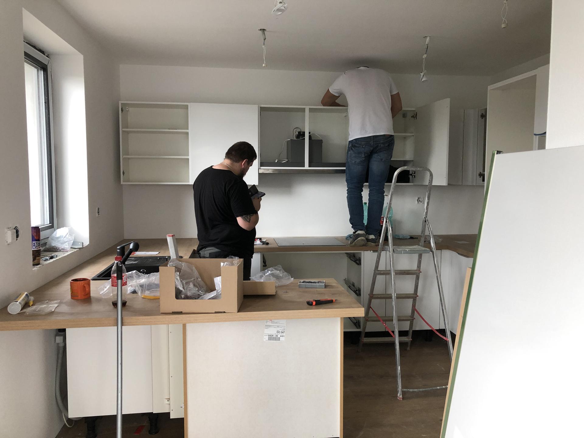 Domček 😍 - Montážnici montovali aj sa celkom potrápili :-D