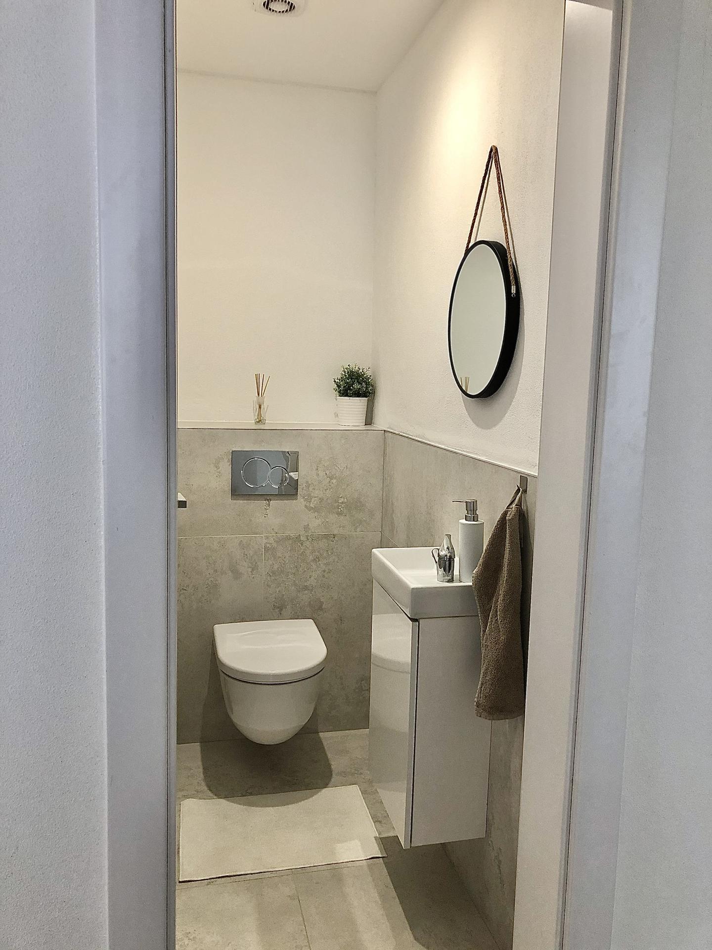 Domček 😍 - Za wc ešte pôjde na mieru skrinka na čistiace prostriedky atď..