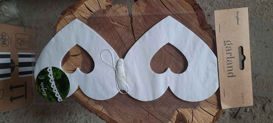Srdcová bílá girlanda - Obrázek č. 1