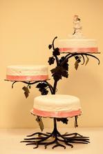 ak niekto má záujem, srdečne prenajímam tortový stojan - kovový :-)