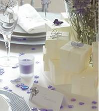 Pekná bielo-fialová výzdoba