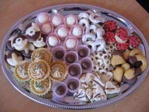 cukroví do balíčků s koláčema - budem rozvážet sousedům a známým před svatbou
