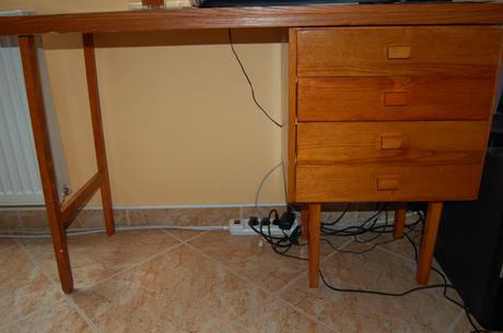 Dreveny stolik aj pre skolaka so suflikmi,mam ho - Obrázok č. 1
