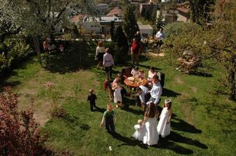 ...a na zahradu už se sjížděli první hosté :o)