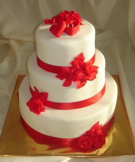 Simka a Ondrej 4.9. 2010 :-) - tato torta bude k nasej cervenej vyzdobe :)