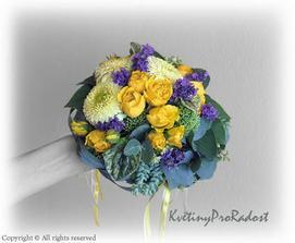 taková nějaká kytička - žluto/fialová