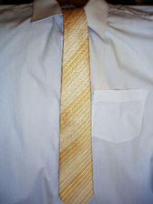 ženichova kravata - ilustračně s bílou košilí