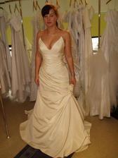 Dela Sposa - spíš šaty na ples než na svatbu