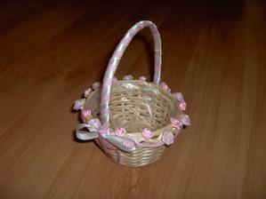 košíček na okvětní plátky pro družičku :-)
