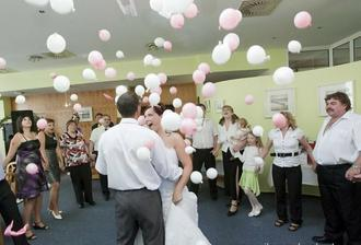 první tanec a balónky