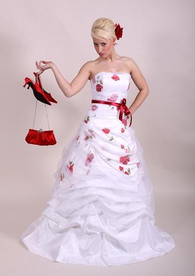 Svatební šaty - růžové i červené až do bordó - Obrázek č. 28