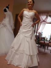 salon Hella ZA, tri vrstvy na sukni, ale vyzerala som v nic vraj najlepsie