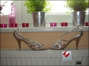 Tak a mám nakoniec strieborné sandálky /ZARA/