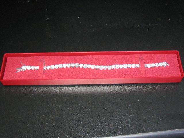 12.11.2005 - Náramoček, presne k snubnému prstinku a náušničkám