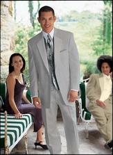 A takhle nějak vypadá ženichův oblek