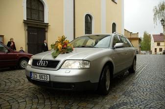 Příjezd nevěsty ke kostelu :)
