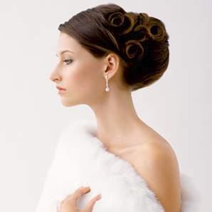 Príjemné svadobné starosti :-) - tento účes som si vybrala, ale bude trocha vyššie na hlave položený, keďže chcem pekne nariasený závoj