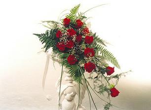 asi něco takového by se mi líbilo. Kytku mi dělá sestřenice. Bude s červených růží a s krémových kal.