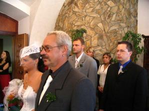 já a tatínek za námi svědci
