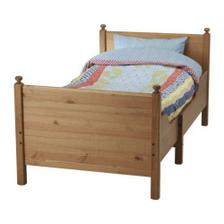 Rostoucí postel pro Elenku, už si na ní brousíme zoubky  :-)