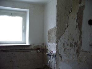 do rohu príde práčka vedľa geberit, stena má 135cm