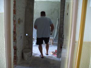 vybrali sme podlahu a zostal nám 15 cm schodík