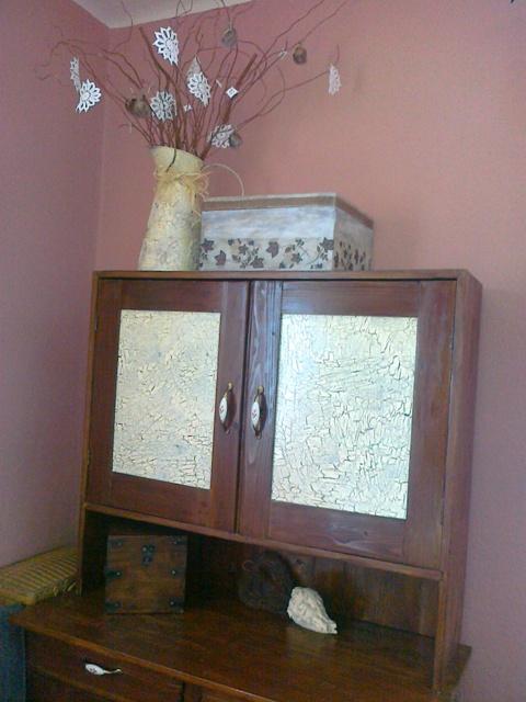 Zo stareho nove :-))) - aj krabica z bazara ma uz svoje miestecko :-)))mam v nej moje bohatstvo.krajky :-)))