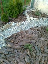 len kamene z Vahu a kora z lesa :-))))