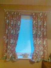 nove zavesy v spalni na chalupe