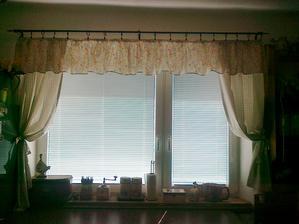 konecne som dosila zavesy do kuchyne:-)