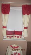 zavesy su site na mensie okno tak na mojom moc pekne neukazu
