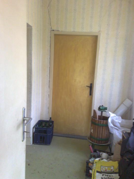 Na zaciatku prestavby - chodba a dvere do spalne