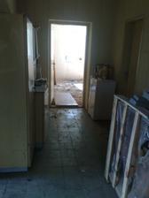 druha chodba a dvere do buducej deckej izby