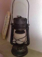 tato lampa je tiez z bazara,bola kriklavo zlta,tak som jej dala novu farbu