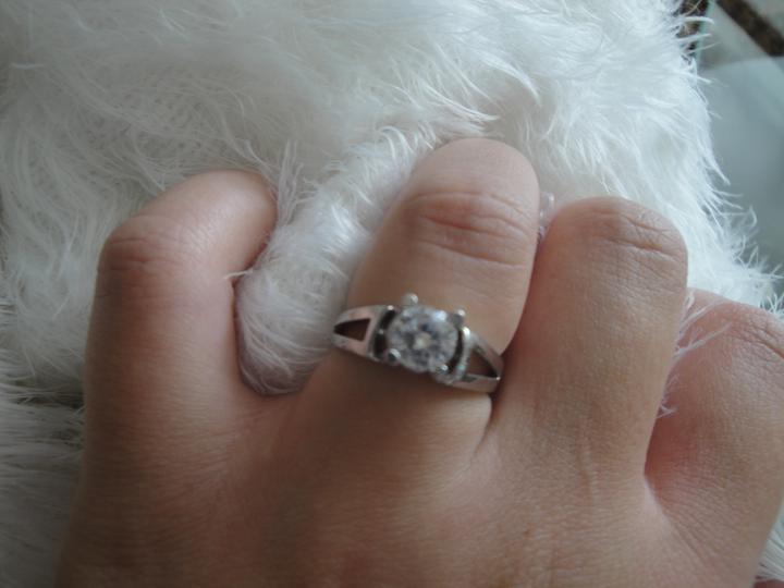 """Prípravy na den ,,D"""" :) - môj snubny prstienok :)"""