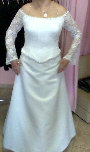 Lutom - podobné šaty som si nakoniec vybrala v PN v Sissi, majú tam aj super akciu. sv.šaty + popolnočné k nim zadarmo