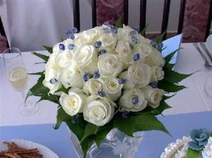 Takúto kytičku si predstavujem, celá svadba bude v modrom, tak preto tie modré korálky