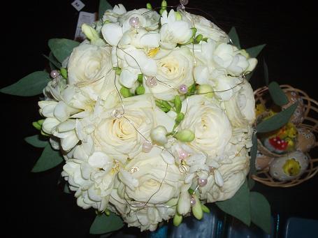 Sylvia & Tomáš - to bude svadbička - Korálky boli nakoniec ružové, lebo výzdoba na satách bola ružová