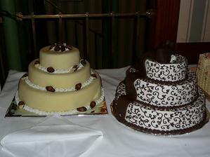 Naše dve hlavné tortičky (mňaaam) - okrem nich sme doststali ešte ďalších 5