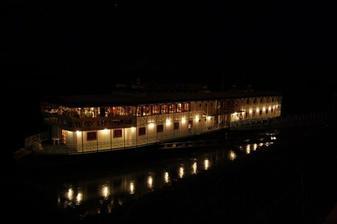 Loďka na Dunaji na ktorej sme mali hostinu