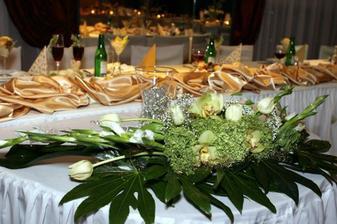 Ikebana pri hlavnom stole