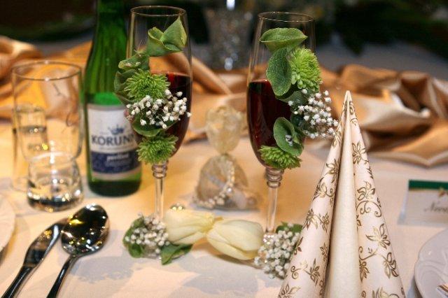 Viktória{{_AND_}}Eduard - Naše svadobné poháre, žiadne gravírovanie, len živé kvietky