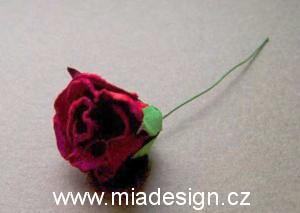 Cervena svatba 8. cervna 2006 - Jeste jiny typ ozdoby do vlasu ci korsaze.
