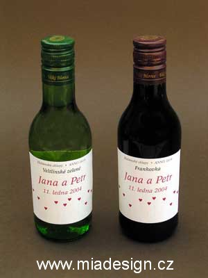 Cervena svatba 8. cervna 2006 - A lahvinky vina se stejnym motivem.