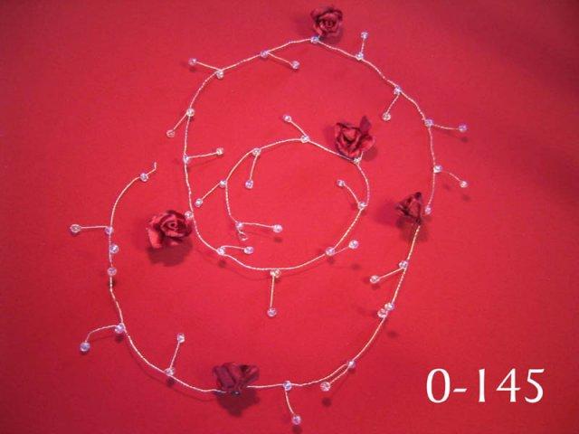 Cervena svatba 8. cervna 2006 - Nebo toto do vlasu? Ale na mou delku budou pravdepodobne nejlepsi ty jednotlive ruzicky.. U tech pozor na cenu, videla jsem je na netu nekolikanasobne drazsi!