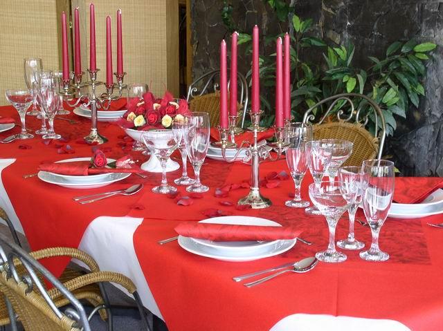 Cervena svatba 8. cervna 2006 - Pro inspiraci cervena tabule.. I kdyz my budeme nejak vice zdobit akorat rautovy stul, recepce nebude.