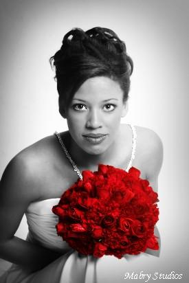 Cervena svatba 8. cervna 2006 - Takovouto bych chtela fotku, cernobilou s barevnou kytici.