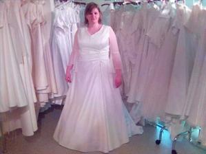 Tohle je des! sice pekne vypadala sukne, ale priserne matronovity vrsek, potrebuji veliky vystrih.